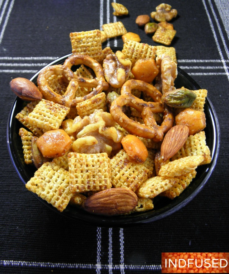 #Indianspiced #Chexmix with #turmeric and #chilipowder, #lighter #recipe #partymix with #vegan option with #olive oil. Great #vegetarian #snackmix