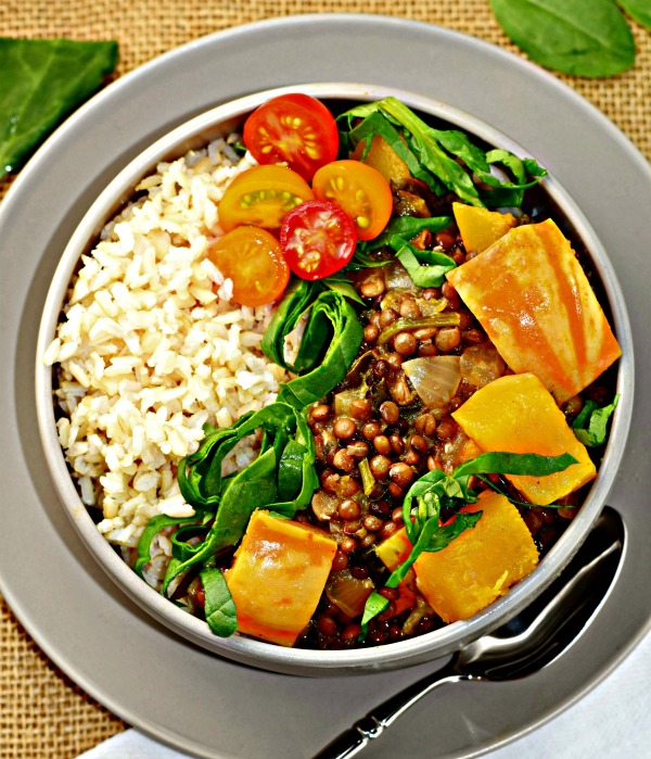 Autumn Glow Curry Bowl with organic brown rice. #glutenfree meal with carnival squash, lentils and spinach in a warm, velvety curry with #coconutmilk