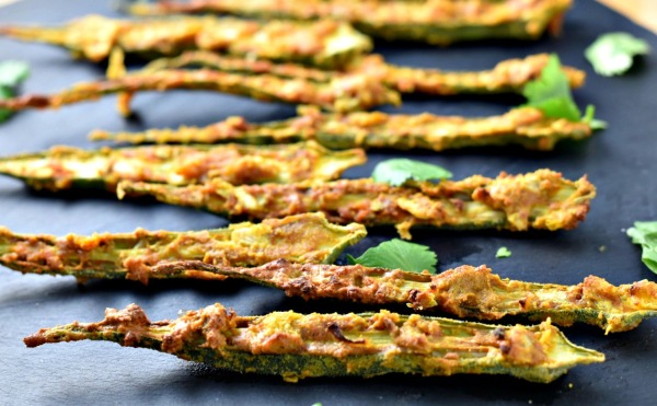 Air Fryer Kurkuri Bhindi - crispy, crunchy and super scrumptious okra air fried in just 15 minutes!